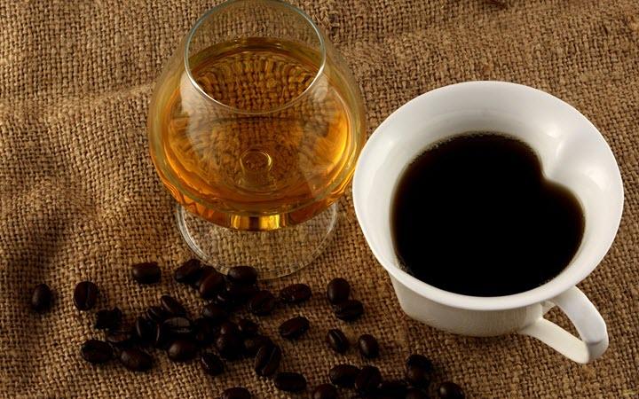 Алкоголь и кофе могут стать причинами гипертонии