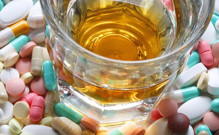 Лекарства нельзя запивать алкоголем