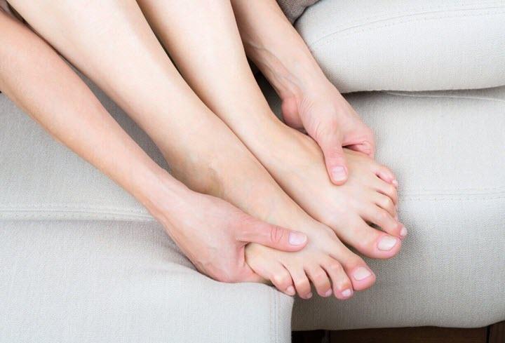 Покалывание ног